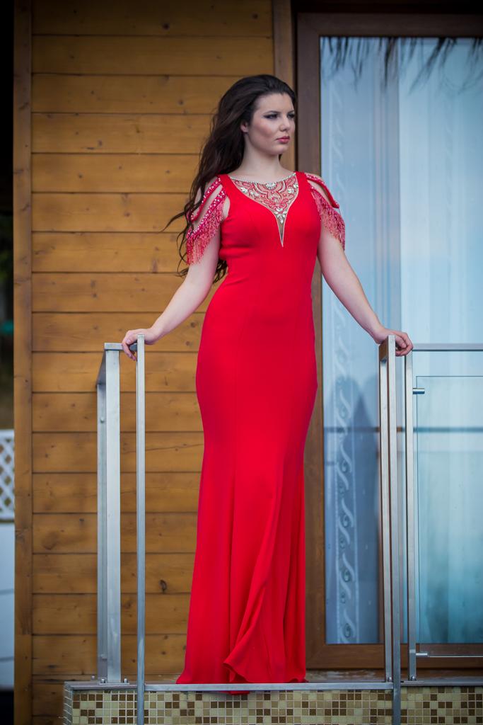 рокля Сара лице