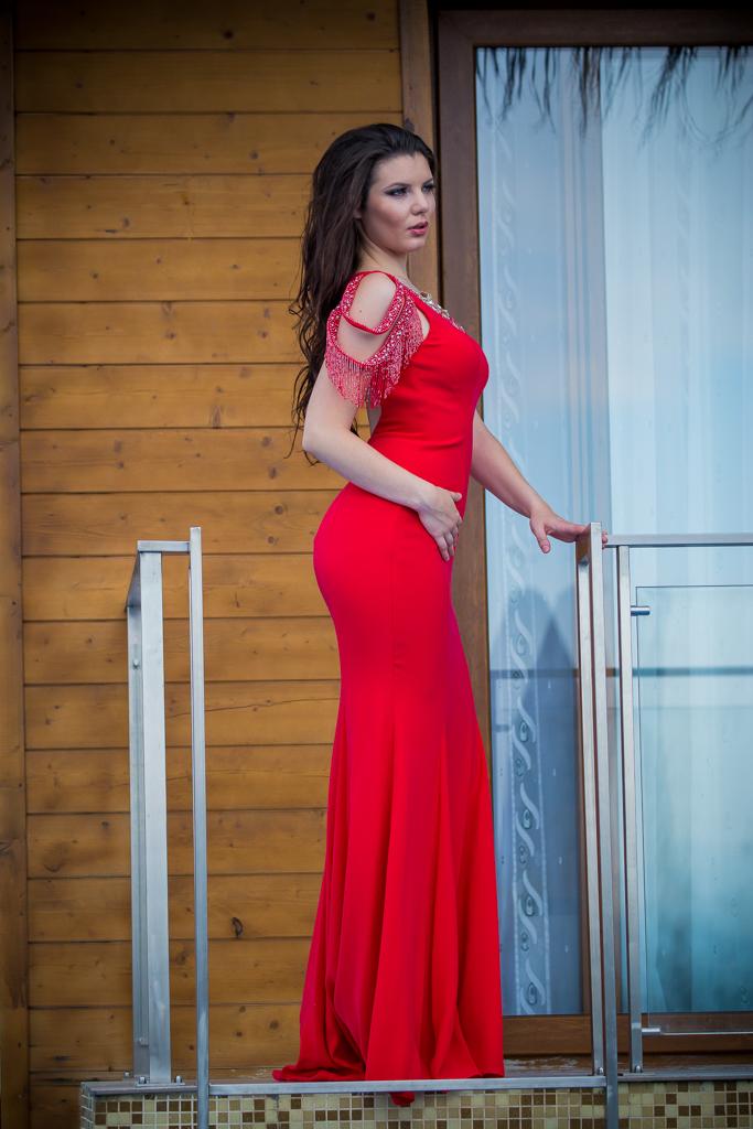 рокля Сара страна