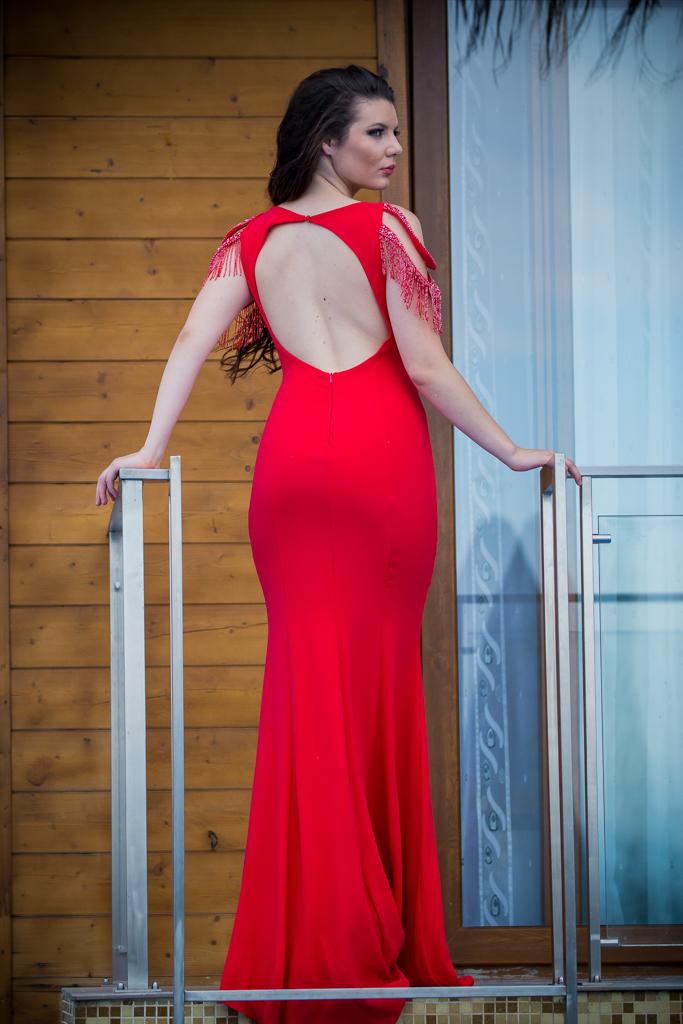 рокля Сара гръб