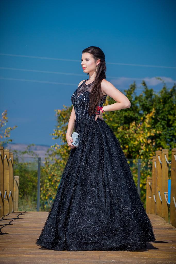 рокля Ванеса лице