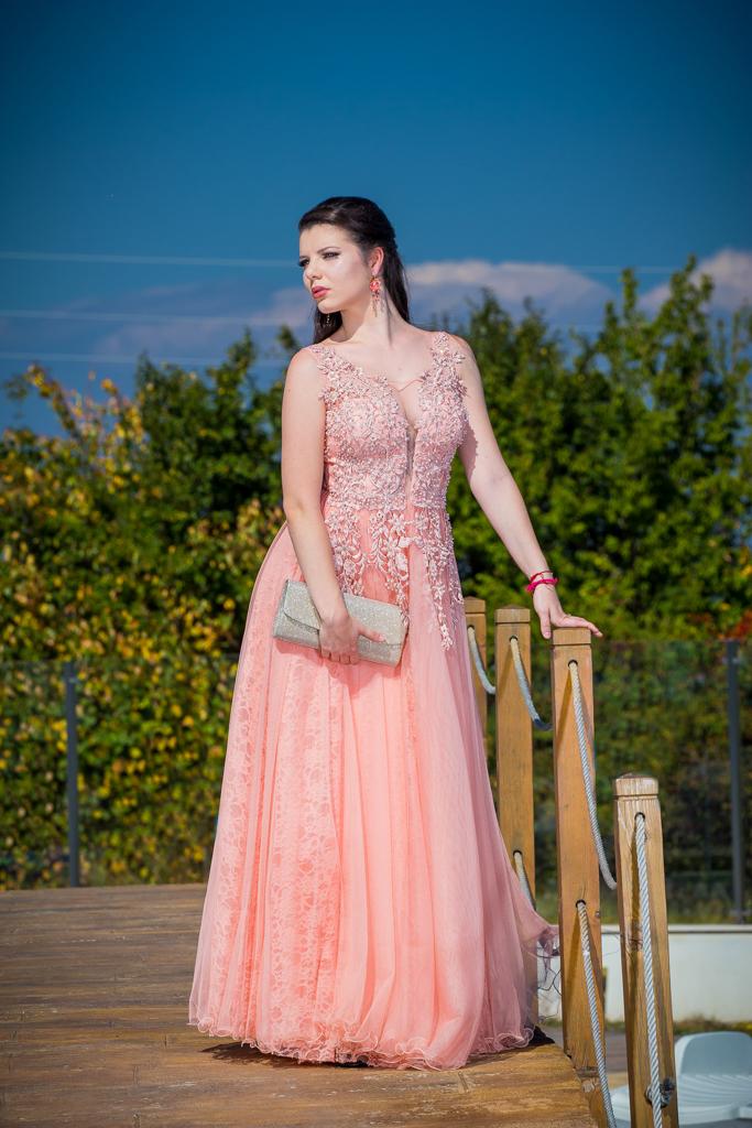 рокля Лора
