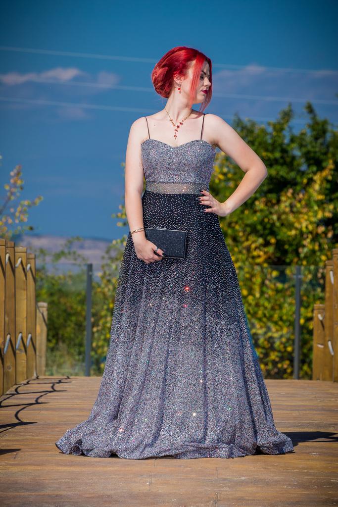 рокля Надин лице