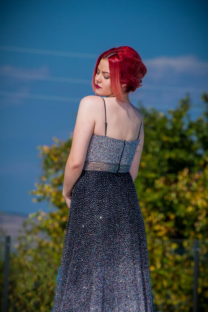 рокля Надин гръб