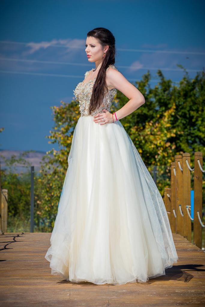 рокля Елеонора гръб