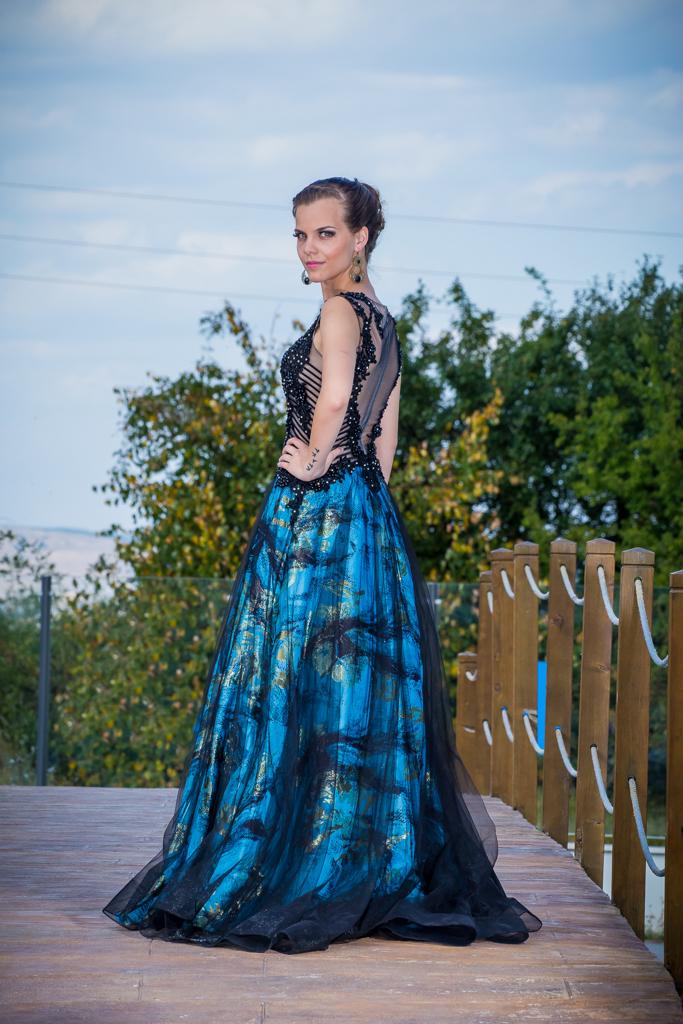 рокля Мина гръб