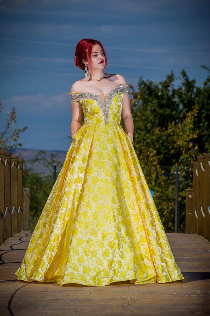 рокля Аня и костюм Джон