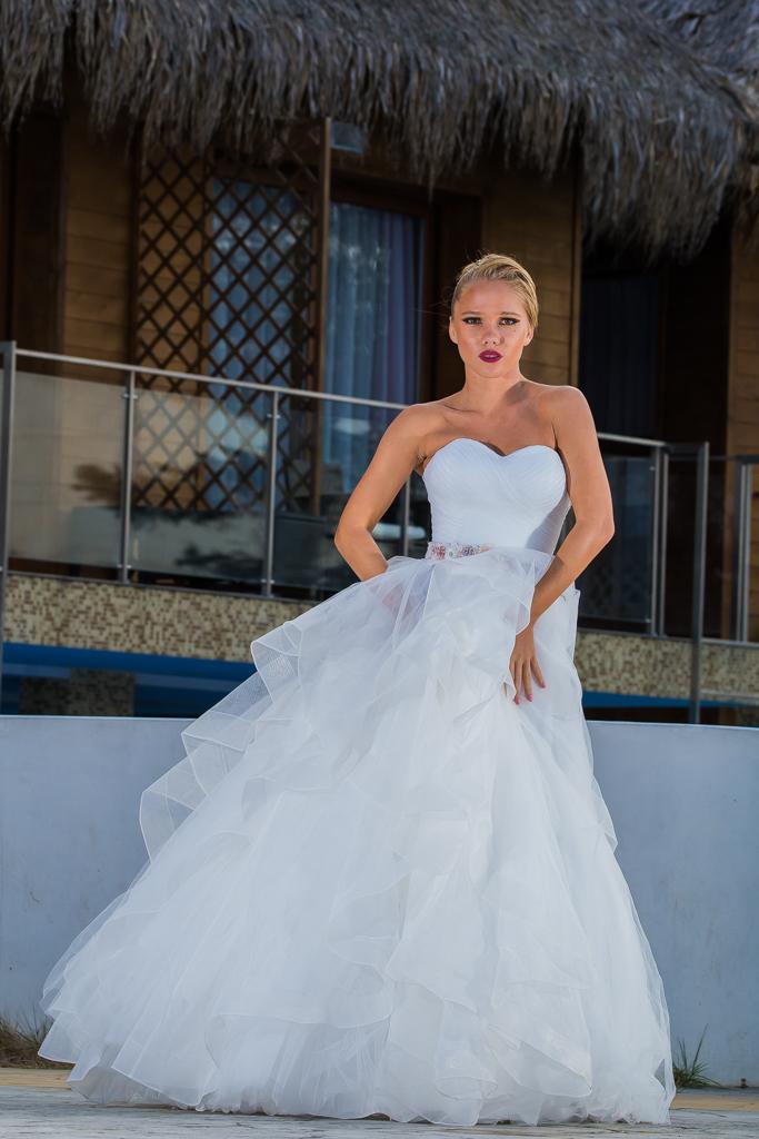 рокля Лина поглед