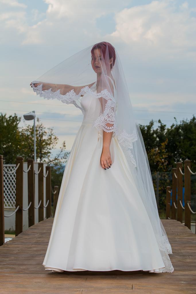 Валентина Сватбена рокля от сватбен салон Румина