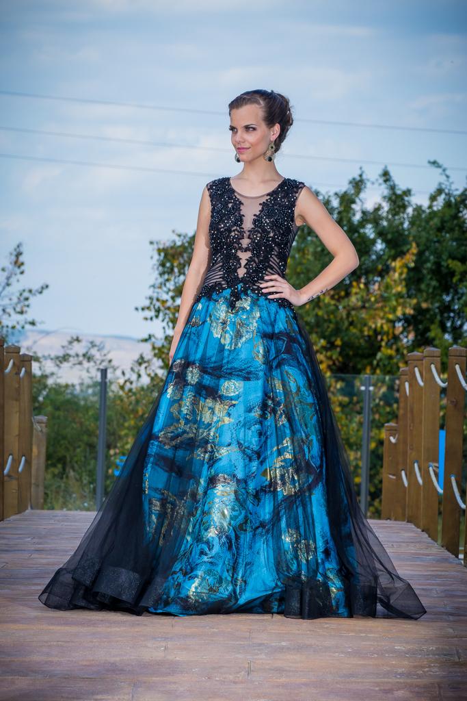 рокля Мина лице