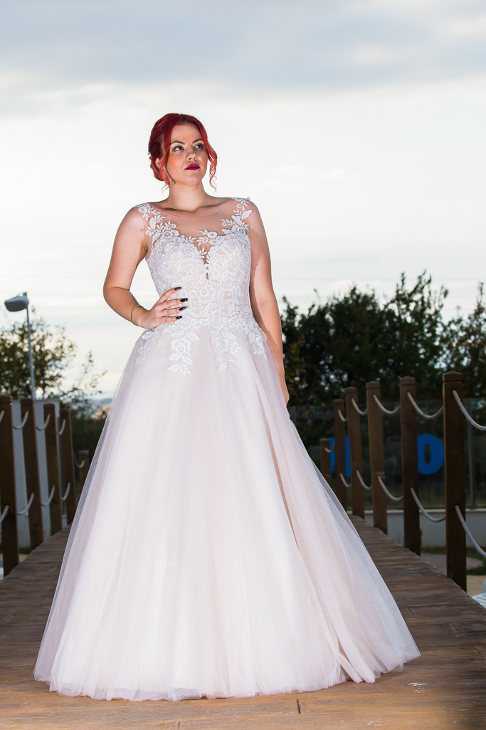 Венера сватбена рокля лице