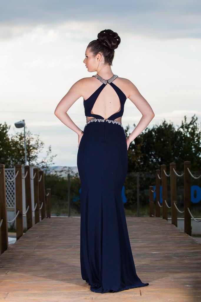 рокля Карън гръб