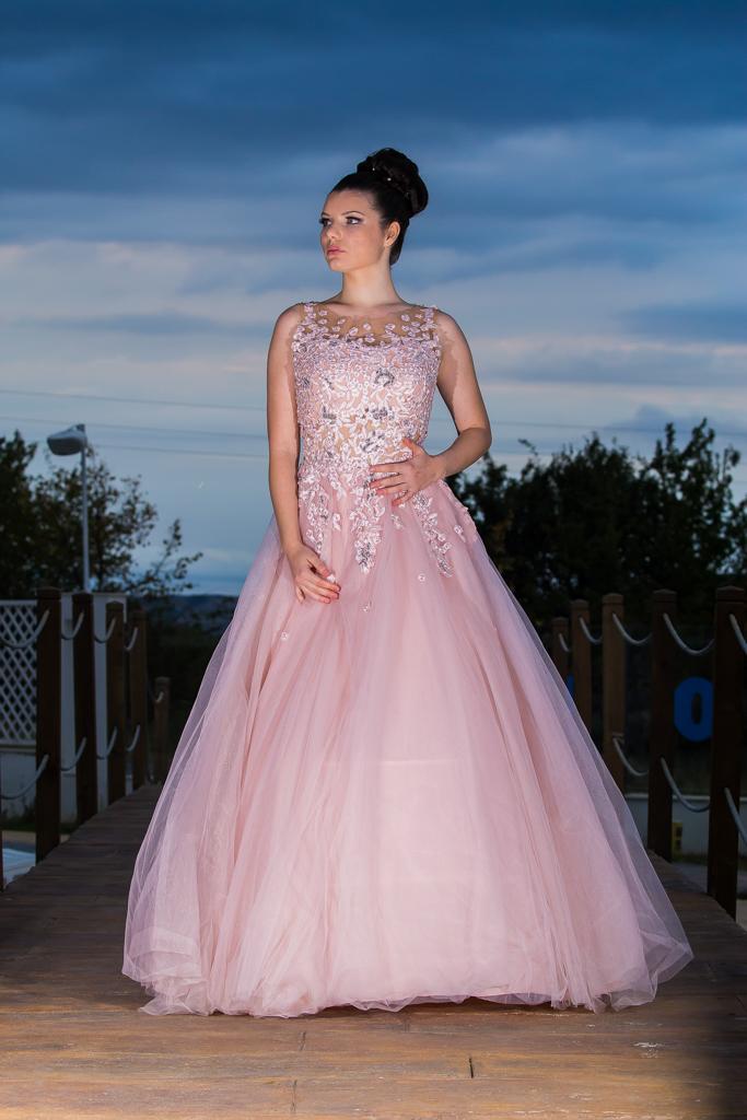 рокля Памела лице