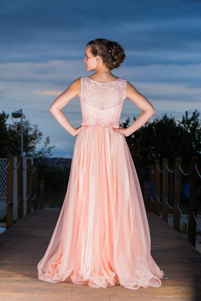 рокля Павлина гръб