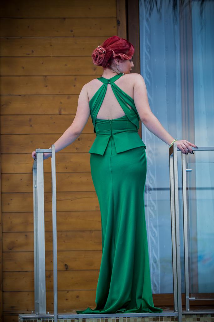 рокля Елън гръб