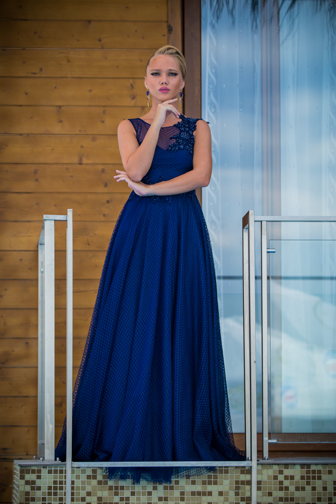 рокля Ема лице