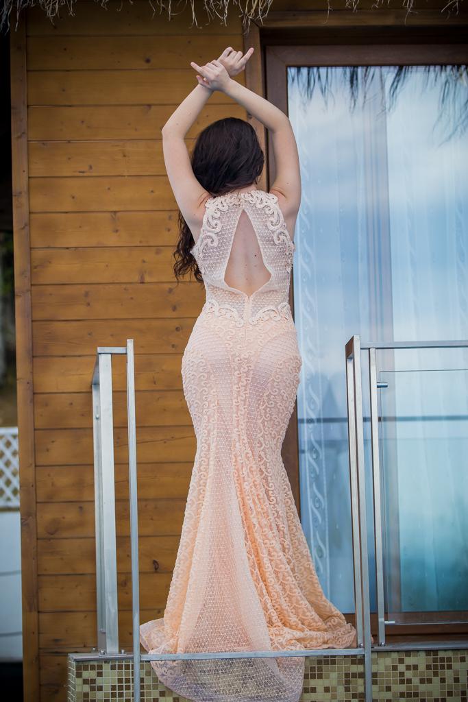 рокля Ерика гръб