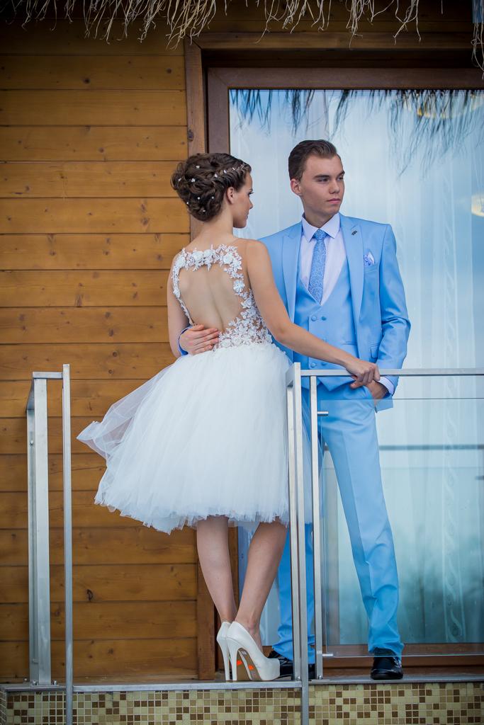 костюм Матео и рокля Мишел гръб