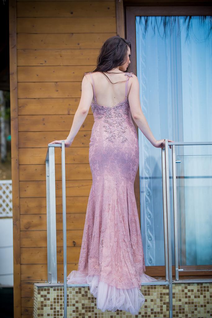 рокля Рая гръб