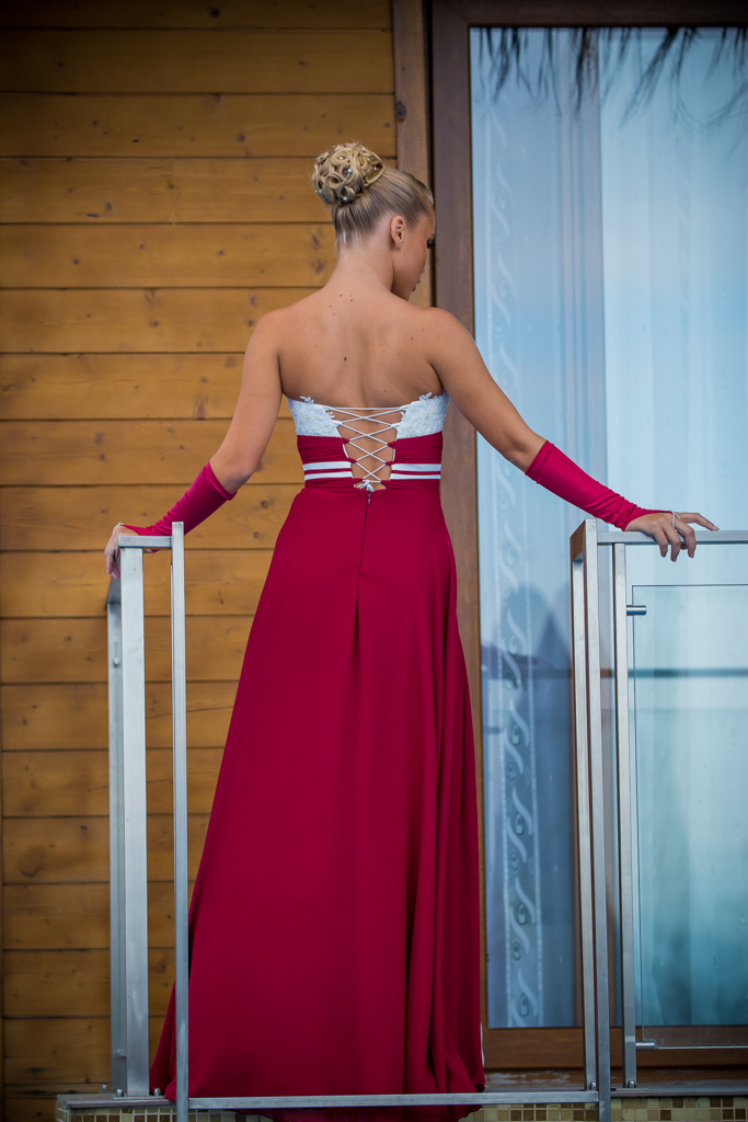 рокля Кармен гръб